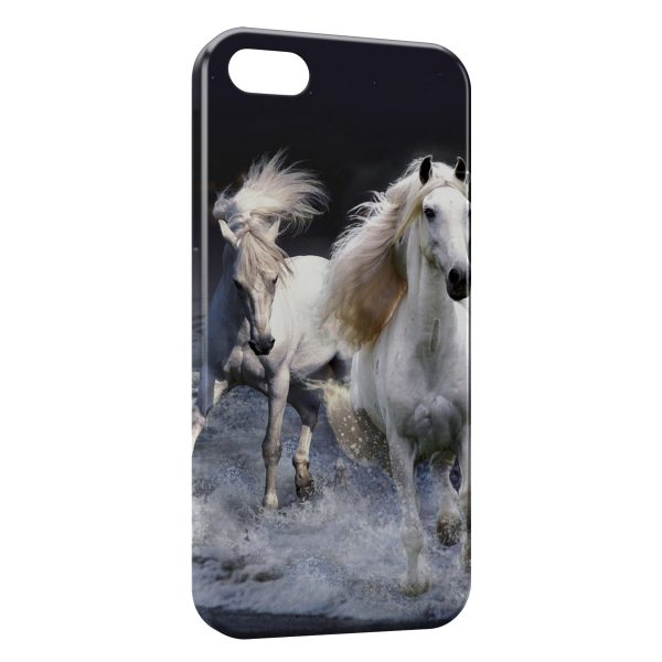 Coque iPhone 55SSE Chevaux Blancs Water 600x600