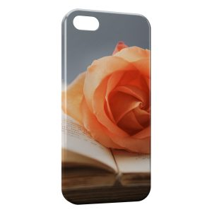 Coque iPhone 5/5S/SE Rose sur livre