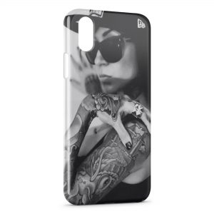 Coque iPhone X & XS Girl Sexy Black & White Casquette